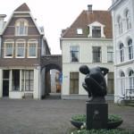 De ingang van de praktijk in het historische centrum van Deventer.